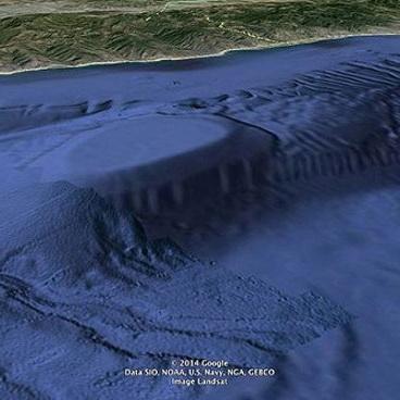 02_Paslaptinga_struktura_Malibu_pakrantese_Point_Dume_Saltinis_geekologie_com