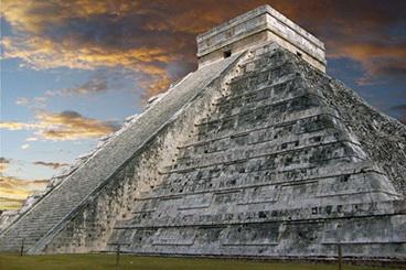 03_Kukulkan_piramideje_jaunos_mergaites_buvo_ruosiamos_aukojimui_Saltinis_wikipedia