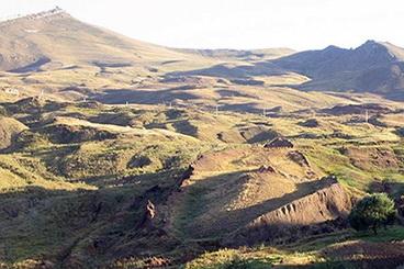 04_Numatomos_Nojaus_laivo_liekanos_Ararato_kalnas_Turkija_Saltinis_Wikimedia_Commons