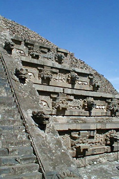 06_Teotihuakano_piramides_fragmentas_Saltinis_anthonysloan_com