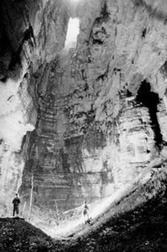 09_Juan _Moricz_ekspedicija_1976_m_pozeminiai_Ekvadoro_labirintai