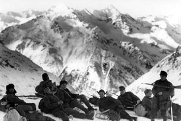 08_Vokieciu_kariai_Kaukazo_kalnuose_1942_1943_metais_©wordpress_com